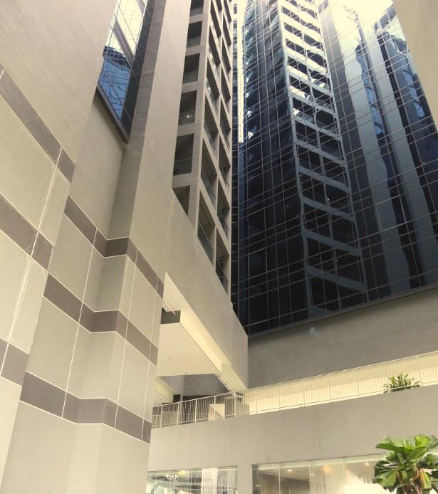 Thanh niên Việt rơi từ tầng 15 khách sạn ở Singapore, đầu một nơi mình một nẻo