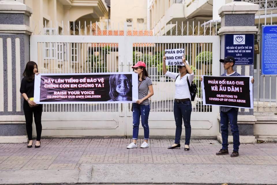 Chính quyền CSVN cấm cản và bắt giữ người phản đối nạn lạm dụng tình dục trẻ em