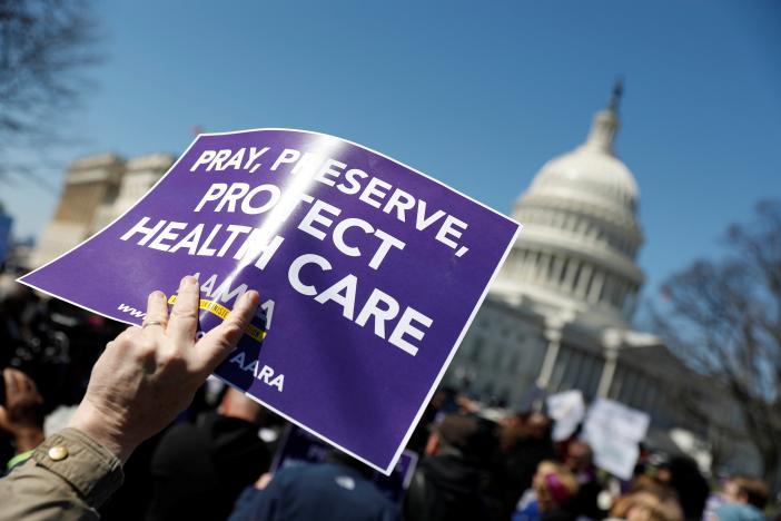 Người Mỹ lo sợ phí bảo hiểm sẽ tăng dưới dự luật của Đảng Cộng Hòa