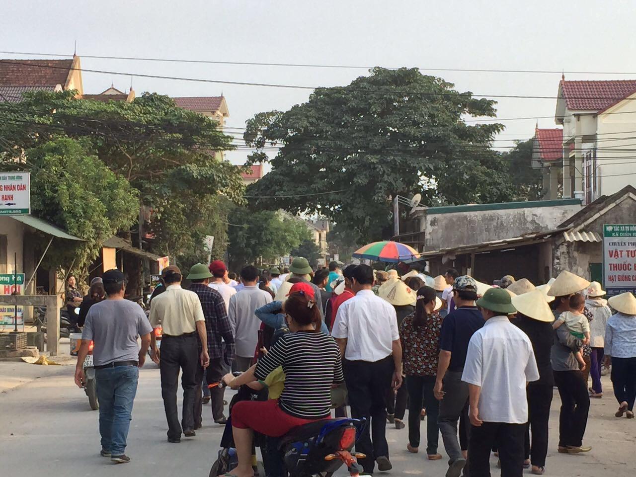 Hơn 500 dân thuộc Giáo Phận Vinh lên ủy ban xã đòi đất đai của giáo xứ
