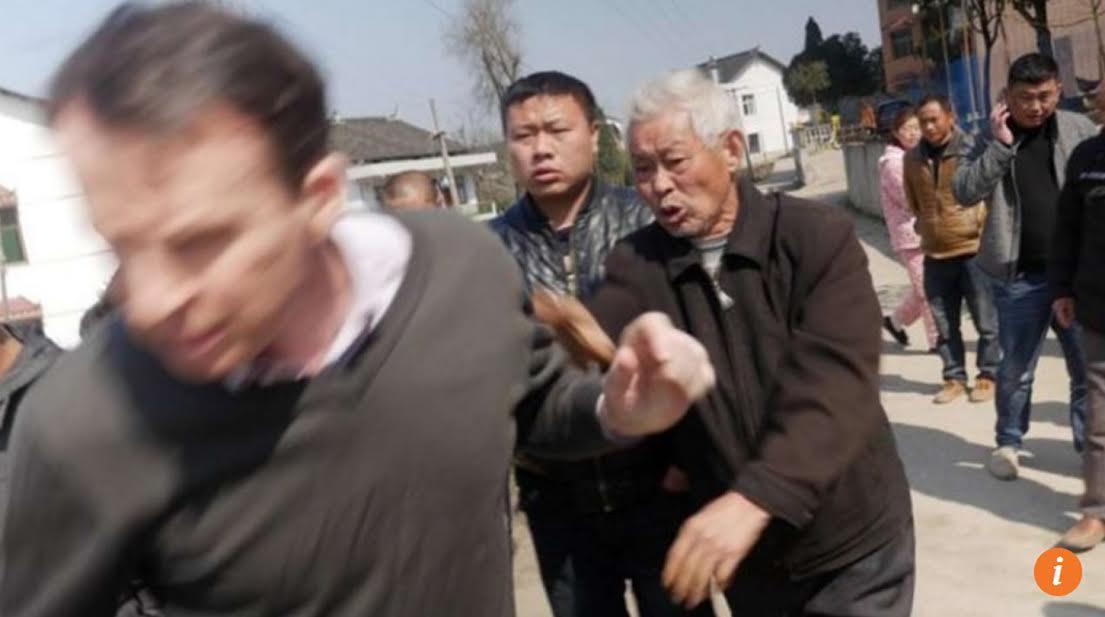 Phóng viên BBC bị tấn công tại Trung Cộng, ép nhận tội với cảnh sát