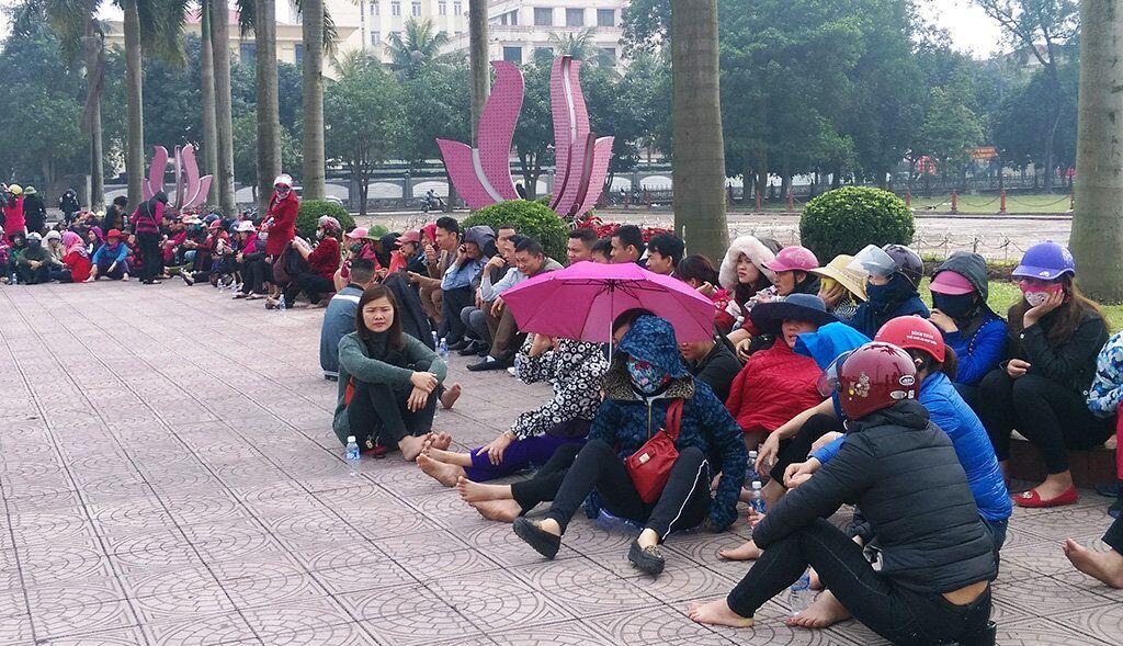 Hơn 300 tiểu thương biểu tình trước Uỷ Ban tỉnh Hà Tĩnh