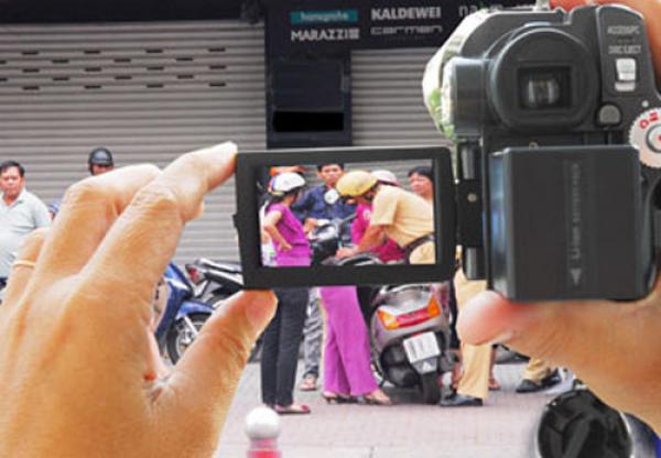 Bộ tư pháp CSVN bất đồng với dự thảo cấm dân ghi hình của bộ công an