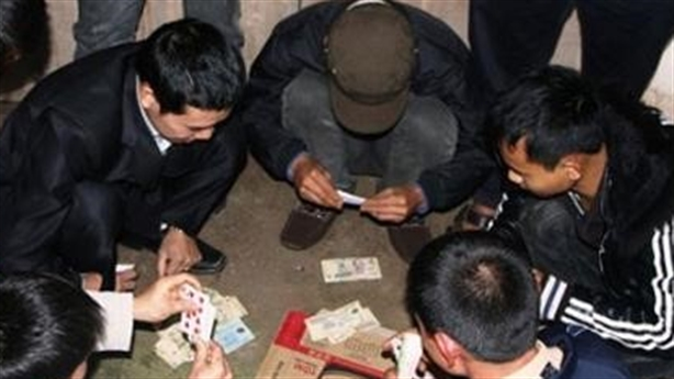 Đánh bạc bị công an vây bắt, bí thư đảng ủy phường nhảy lầu bỏ trốn