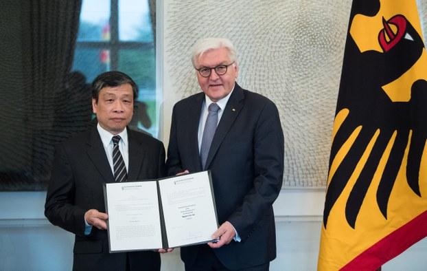 Tổng Thống Đức trao Giải Nhân Quyền cho đại diện của Luật Sư Nguyễn Văn Đài
