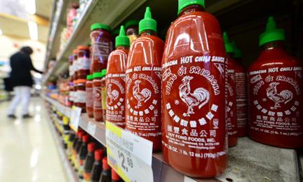 """""""Tương ớt con gà"""" Sriracha được thị trường tại Việt Nam yêu thích"""