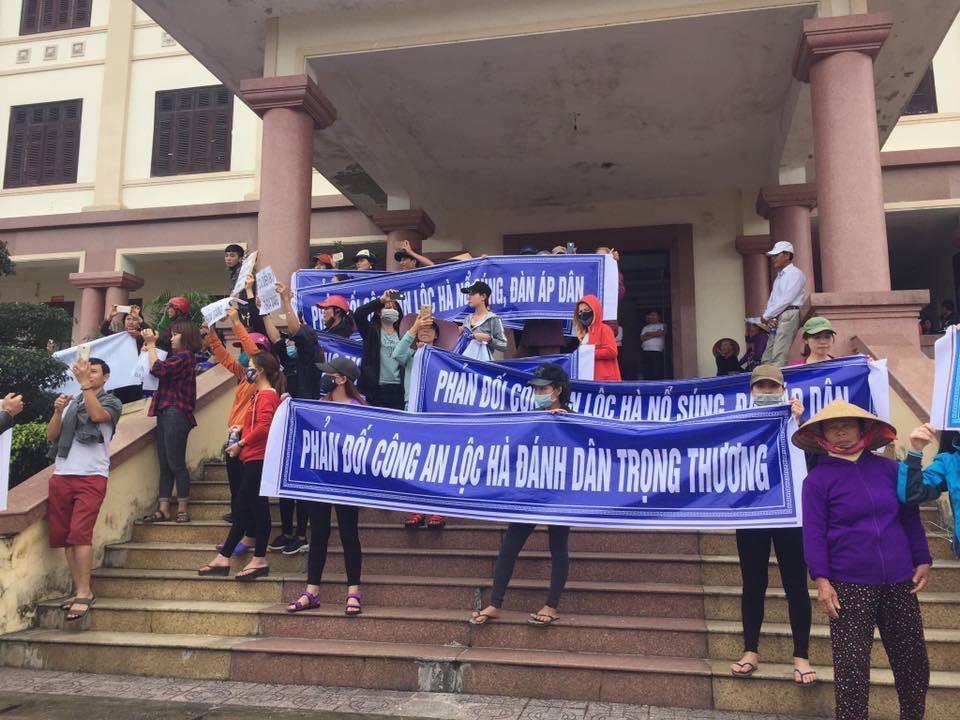 Người dân huyện Lộc Hà chiếm ủy ban huyện, đòi xét xử công an chém dân