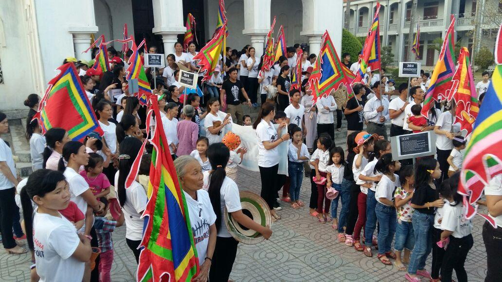 Giáo xứ Phú Yên tưởng niệm ngày 30/4 đen và tuần hành bảo vệ môi trường