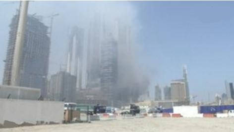 Khu vực thương mại sầm uất Dubai tê liệt vì một toà tháp bốc cháy
