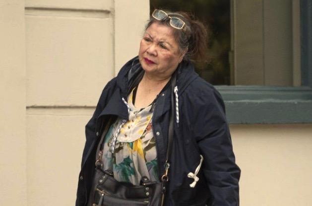 Cụ bà gốc Việt bị tố để di dân lậu giả làm người đẩy xe lăn vào Anh