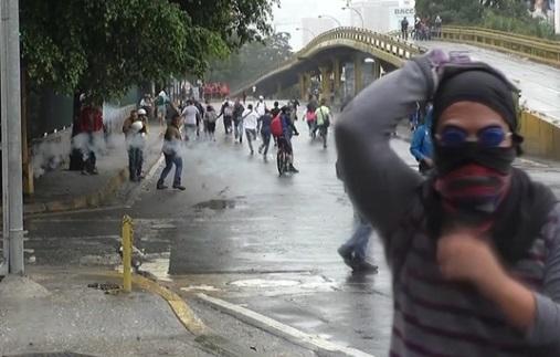 Đụng độ giữa người biểu tình và cảnh sát tại Venezuela, ít nhất 5 người chết
