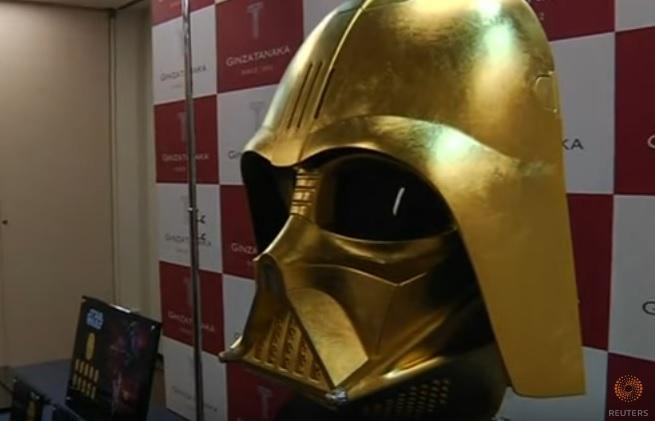 Mặt nạ bằng vàng của Darth Vader được bán ở Tokyo giá 1.4 triệu USD