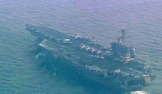 Hàng không mẫu hạm Uss Carl Vinson đi qua vùng biển Nhật Bản khi Bắc Hàn bắn hỏa tiễn