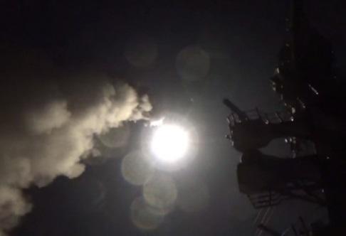 Thế giới ủng hộ lẫn chỉ trích Hoa Kỳ sau vụ bắn hỏa tiễn vào Syria