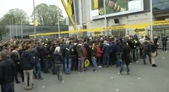 Cảnh sát Đức bảo vệ nghiêm ngặt sân vận động Borussia Dortmund, sau vụ tấn công nhắm vào đội bóng