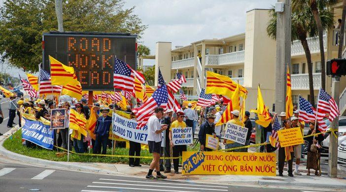 600 đồng hương biểu tình ở Florida chống Tập Cận Bình