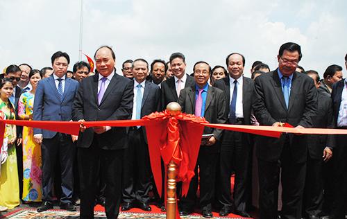 Khánh thành cầu bắc qua sông Mekong nối liền cambodia và việt nam