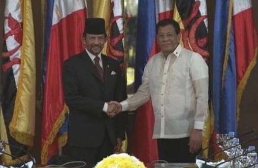 Duterte tuyên bố thảo luận về Biển Đông tại hội nghị thượng đỉnh là vô ích