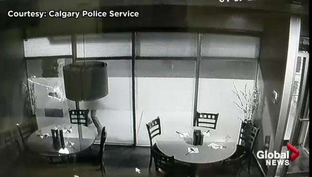 Cảnh sát Canada công bố video nghi can phóng hỏa nhà hàng Việt Nam ở Calgary