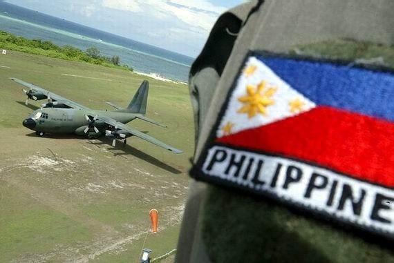 Quân đội Trung Cộng cảnh cáo phi cơ chở lãnh đạo quân sự Philippines đến đảo Thitu
