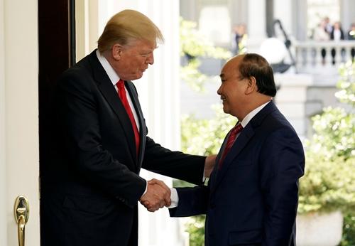 Donald Trump coi đồng xu to hơn nhân quyền Việt Nam