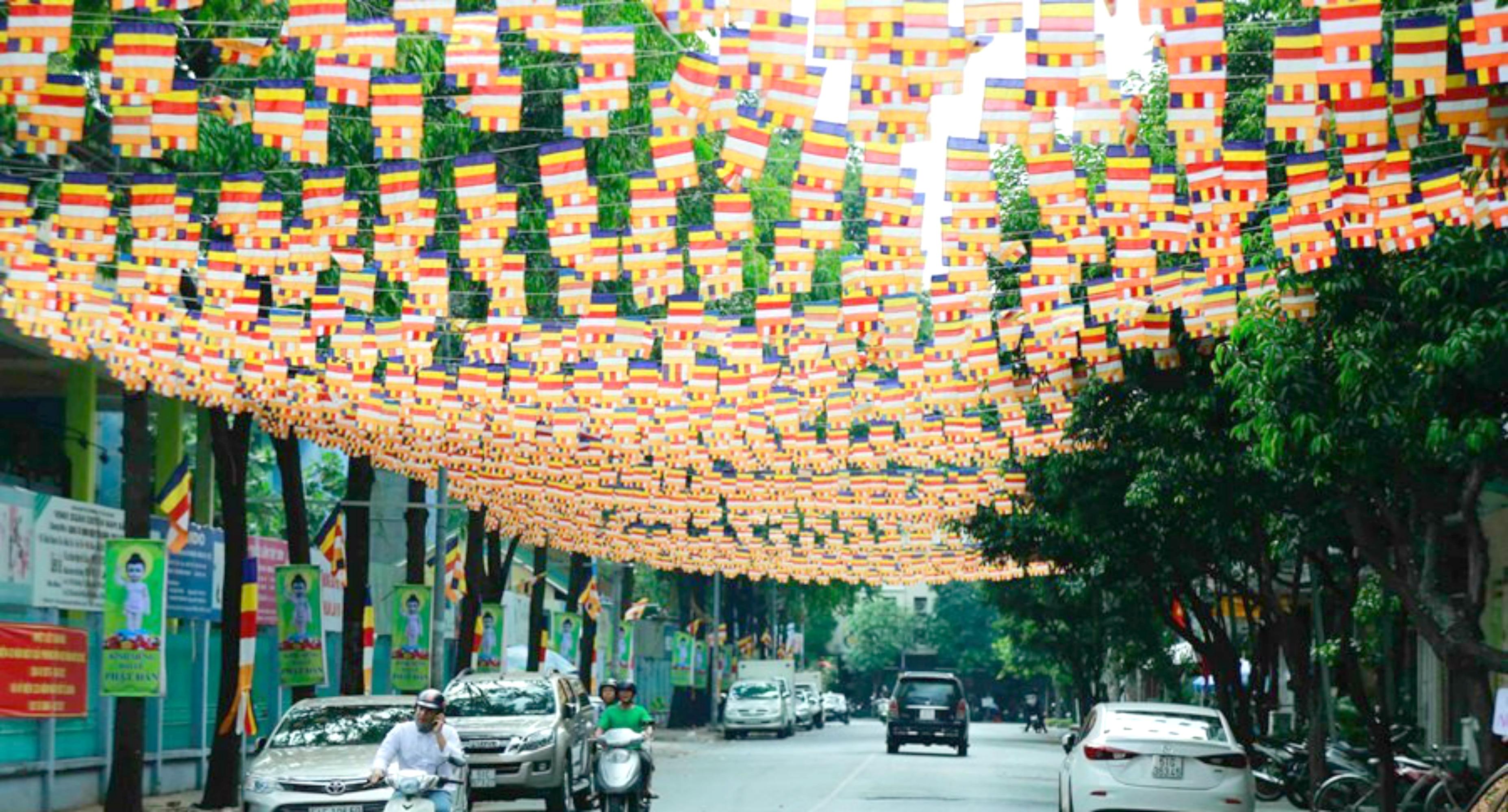 Xã Bà Điểm bị cấm treo cờ Phật Giáo ngoài khuôn viên chùa trong mùa Phật Đản