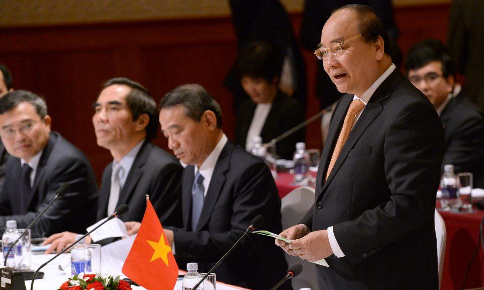 Thủ tướng CSVN hứa Việt Nam sẽ mua thêm 15-17 tỉ USD hàng hóa Hoa Kỳ