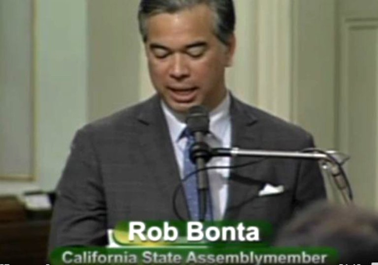 Dự luật cho đảng viên cộng sản làm công chức tại California được rút lại