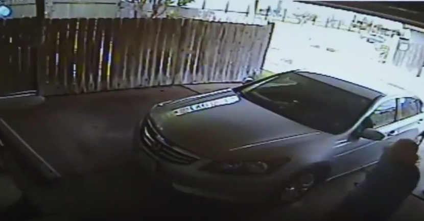 Video cho thấy cụ bà gốc Việt bị đánh dã man và cướp xe tại tư gia ở Houston