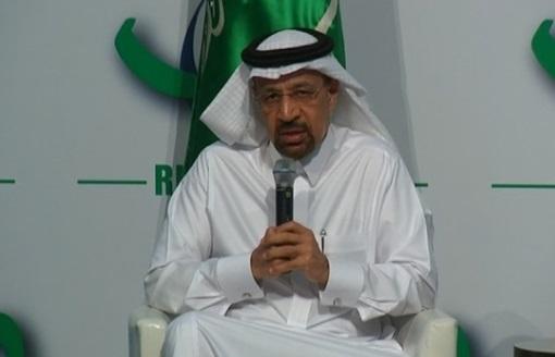 Saudi Arabia cam kết tiếp tục cắt giảm sản lượng dầu, đủ để làm cạn lượng dầu tồn kho