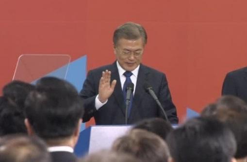 Moon Jae-In tuyên thệ nhậm chức tổng thống Nam Hàn