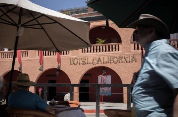 Ban nhạc Eagles kiện khách sạn lấy tên Hotel California ở Mexico