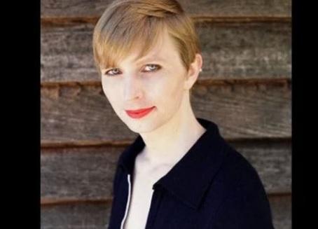 Chelsea Manning đăng tấm hình với diện mạo phụ nữ sau khi rời khỏi nhà tù quân sự