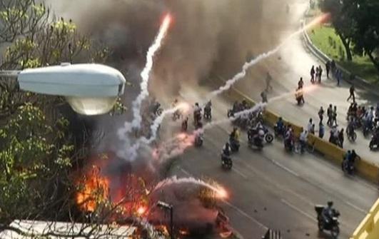 Đụng độ giữa dân và cảnh sát Venezuela trong ngày thứ 50 của các cuộc biểu tình