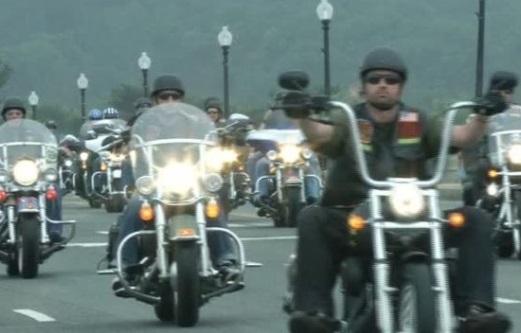 Hàng ngàn mô tô Rolling Thunder tuần hành ở D.C. vinh danh tù nhân chiến tranh và binh sĩ mất tích