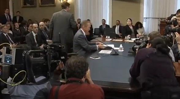Giám Đốc Ngân Sách Tòa Bạch Ốc bênh vực dự thảo ngân sách của Tổng Thống Trump