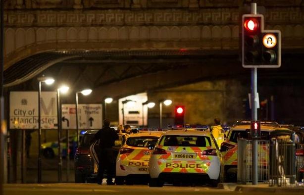 Bom nổ tại Manchester City – Anh Quốc, ít nhất 22 người chết & 59 bị thương