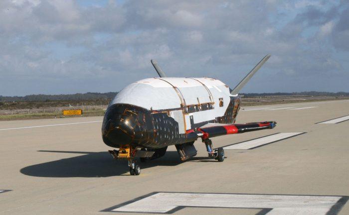 Máy bay không gian của không lực Hoa Kỳ hạ cánh sau sứ mạng bí mật