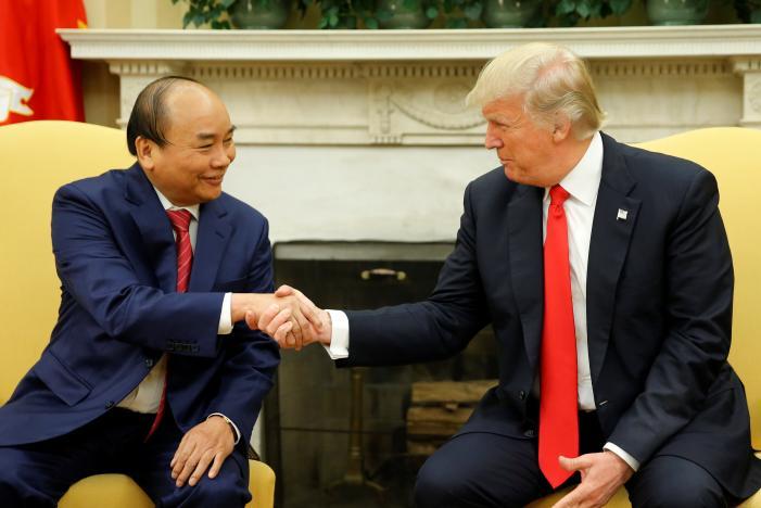 Tổng thống Trump hoan nghênh các hợp đồng nhiều tỉ Mỹ kim trong cuộc gặp thủ tướng CSVN