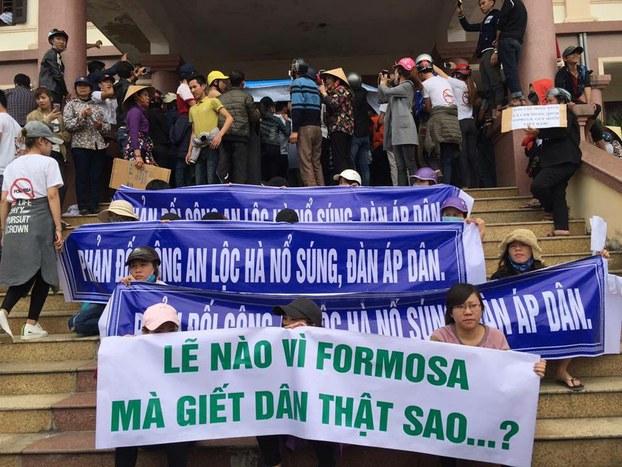 Hà Tĩnh khởi tố 3 phụ nữ biểu tình chống Formosa