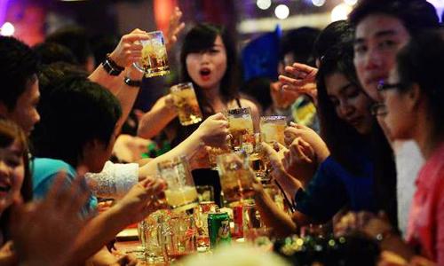 Người Việt uống bia nhiều gấp đôi uống sữa