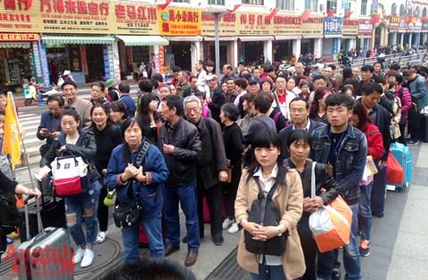Du khách Trung Cộng vào Việt Nam tăng mạnh 3 tháng đầu năm
