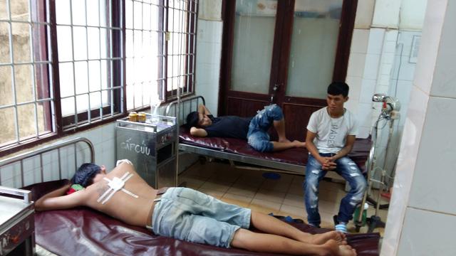 Công an xã bắn bị thương 3 thiếu niên đi xe máy không đội mũ bảo hiểm