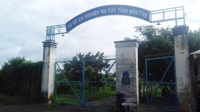 1 người cai nghiện treo cổ tự tử ở Vĩnh Long, 50 người trốn trại ở Bến Tre