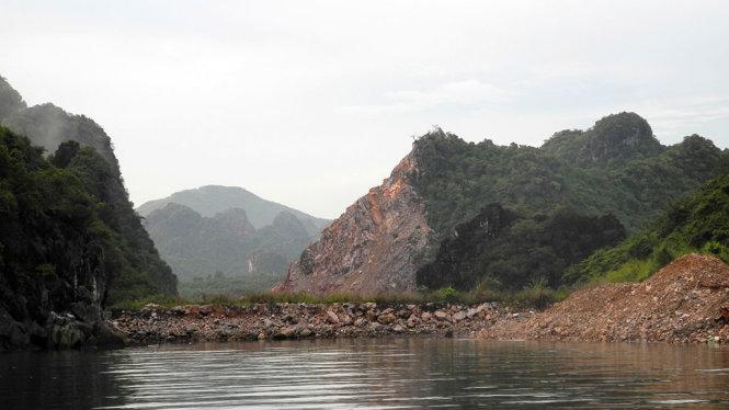 Quân đội là thủ phạm phá núi khai thác đá ở Vịnh Hạ Long