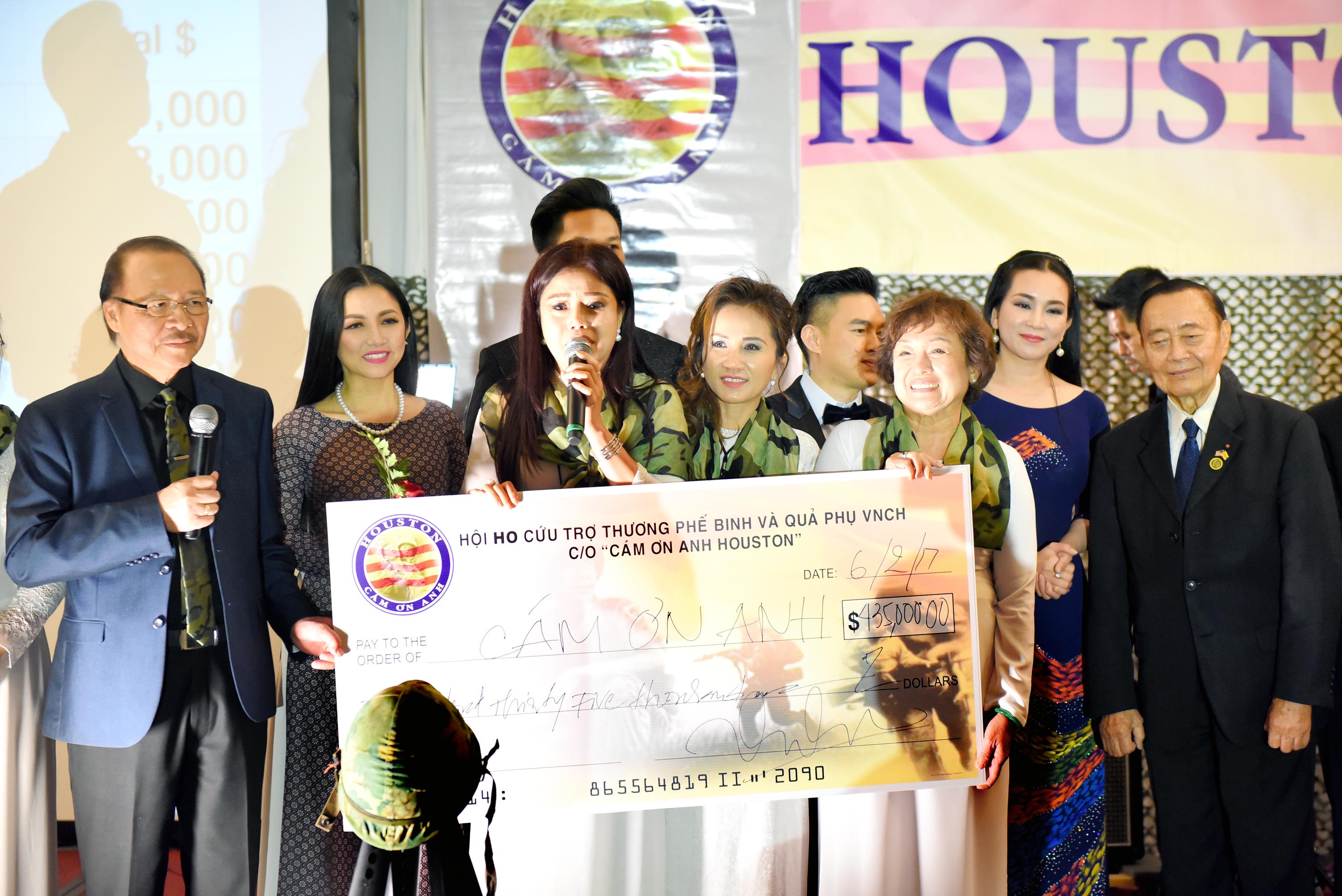 """""""Houston Cám Ơn Anh"""" tặng nửa triệu USD cho Thương Phế Binh VNCH"""