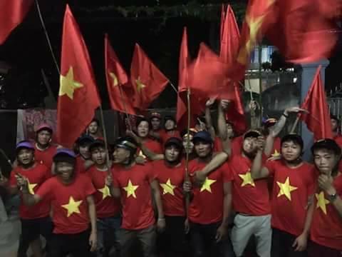 Côn đồ cờ đỏ tiếp tục khiêu khích người dân giáo xứ Song Ngọc