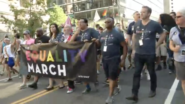 Hàng ngàn người biểu tình đòi tăng quyền của người đồng tính