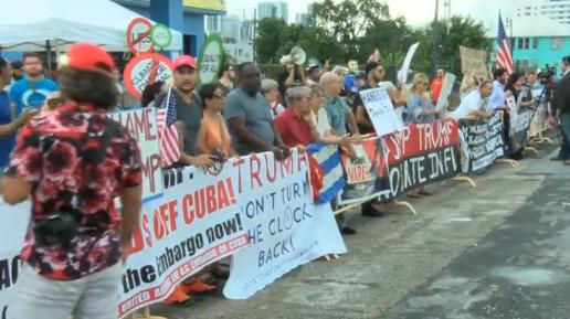 Biểu tình tại Miami, ủng hộ lẫn phản đối chính sách đối với Cuba của Tổng Thống Donald Trump