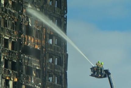 Số người chết trong vụ cháy chung cư London tăng lên 30 người